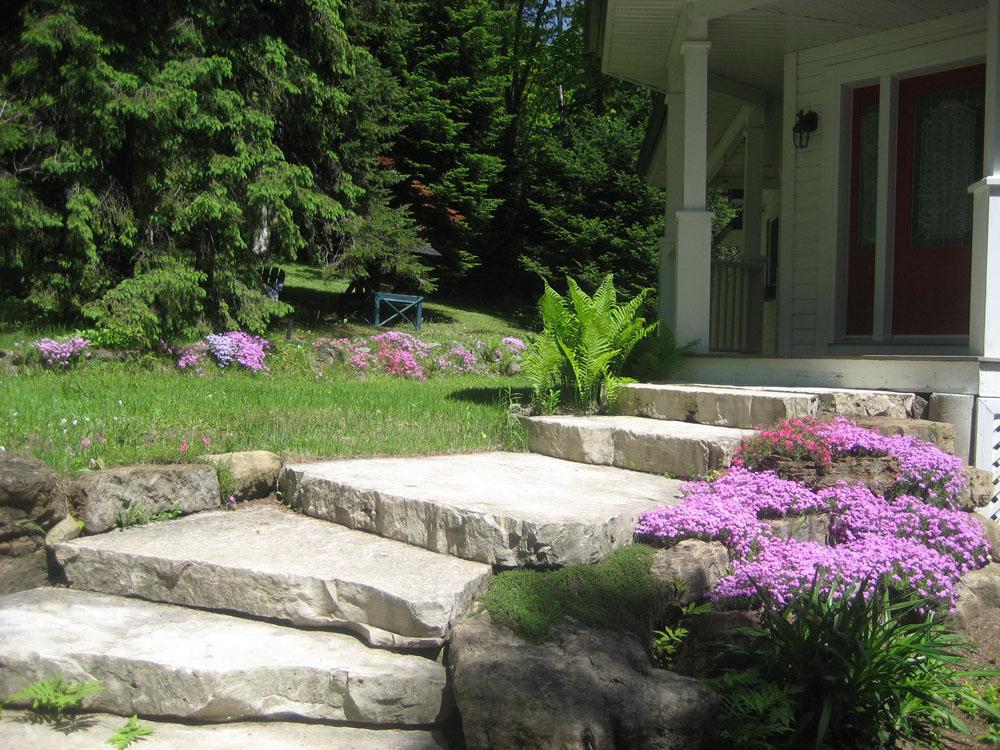 escalier exterieur en pierre naturelle perfect escalier exterieur pierre bloc marche escalier. Black Bedroom Furniture Sets. Home Design Ideas