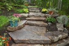 Escalier exterieur en pierres naturelles
