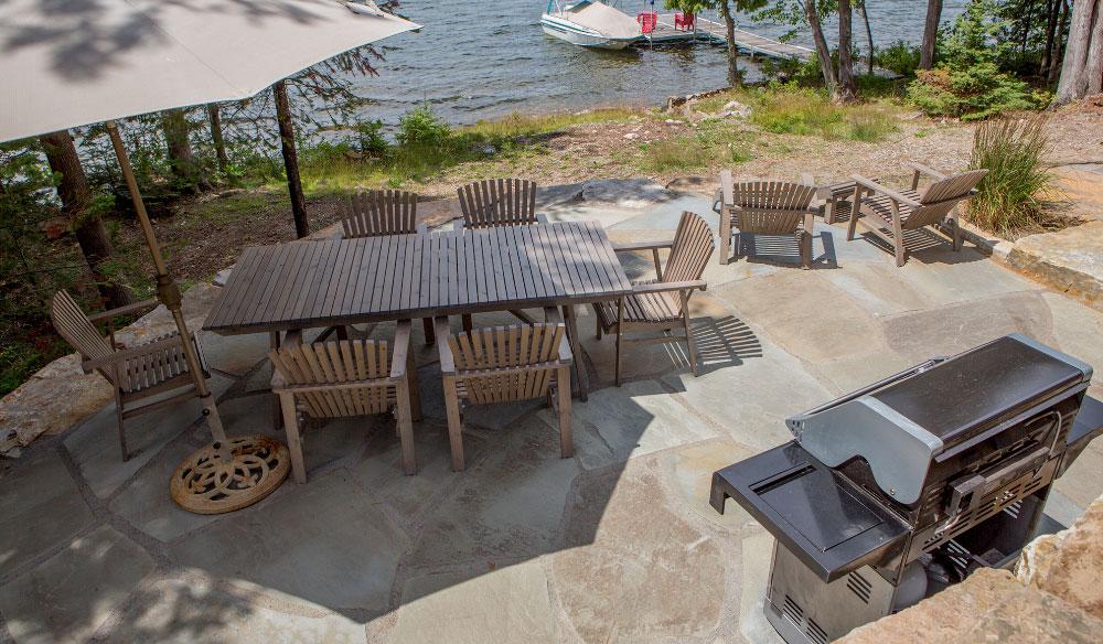 patio en pierre blue stone